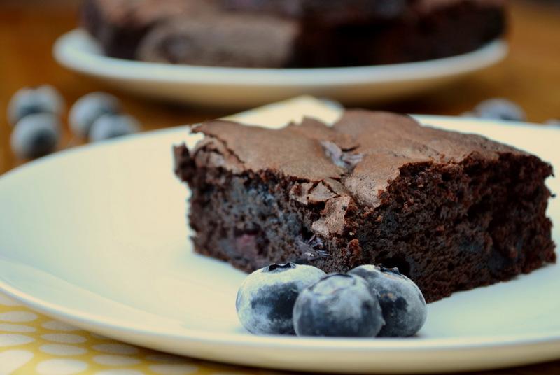 шоколадный брауни рецепт с черникой-хв6